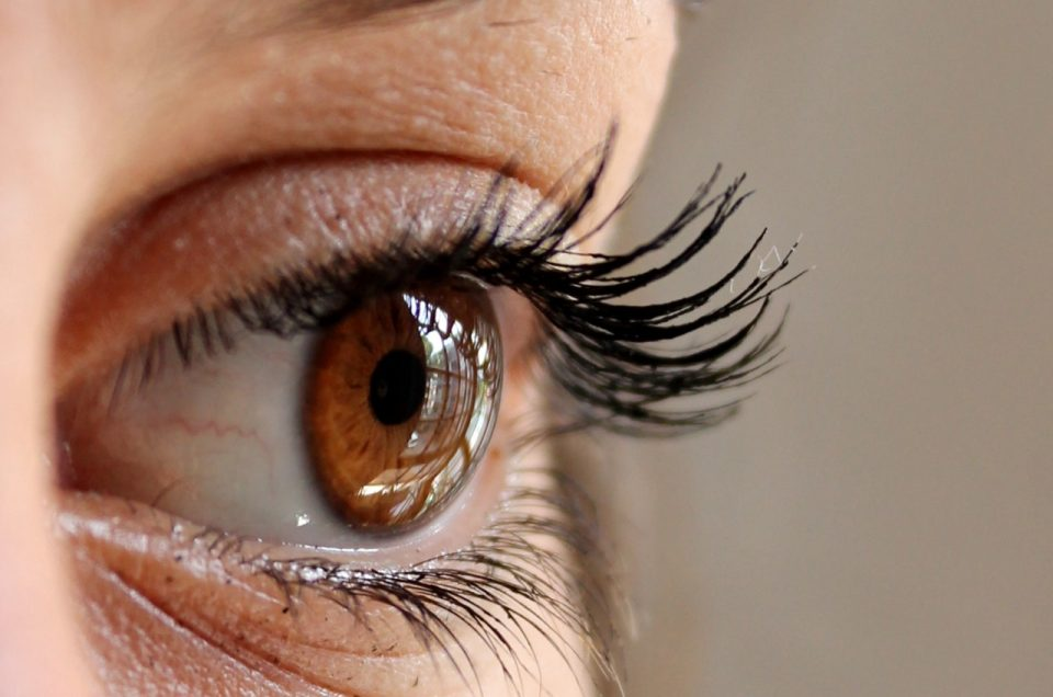 8 Eyelash Hacks To Keep Your Eyelashes Beautiful and Healthy